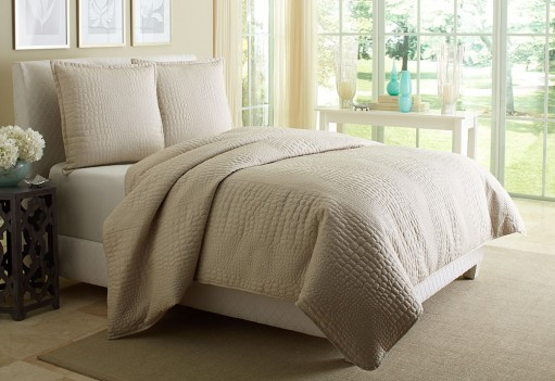 Michael Amini Dash Coverlet...